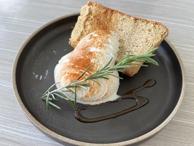 恵比寿楽園テーブル シフォンケーキ