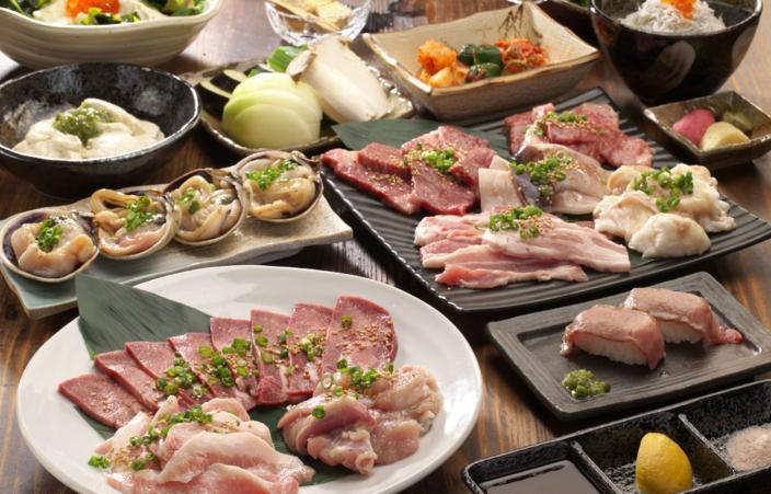厚切り上タン塩や、飛騨牛特上カルビ、美濃けんとん豚など上質なお肉のラインナップ。全19品とボリューム満点の6,200円コース