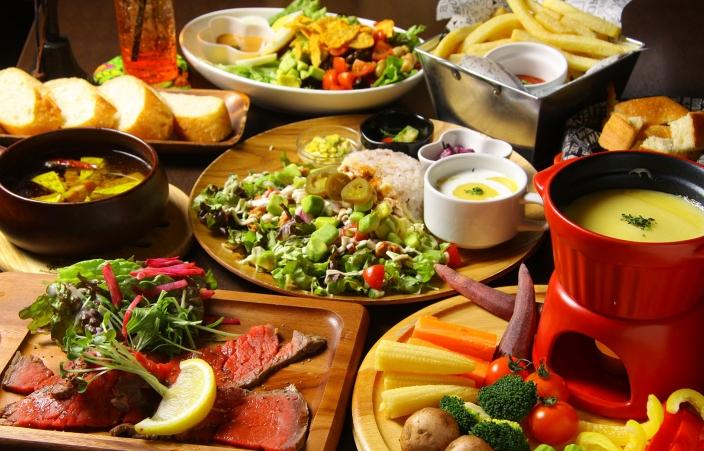 <料理の一例> 女子会にもおすすめのおしゃれな料理が盛りだくさん