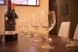 ワイン会なども企画しております。 どうぞ 飲んで・食べて お楽しみ下さい。