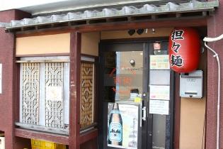 豊田市駅東口から、南へ向かってすぐ。