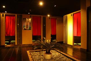2名〜利用できる大小10部屋以上の個室あり!
