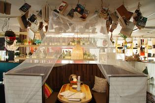 天蓋のついたテーブル席は5人用 予約がオススメ☆