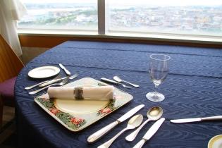 結婚記念日や誕生日、顔合わせなど特別な日のお食事に 個室でフレンチフルコースはいかが?(1室最大12名)。
