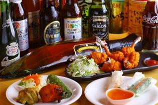 「ネパールのラム」をはじめ、ベトナムビールやインドビールなど世界のお酒も幅広く品揃え★もちろんアサヒスーパードライや焼酎、カクテル等もあるよ。