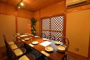 個室(2F)は全部で4部屋、座敷もあります
