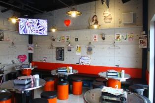 韓国ソウルの都会的雰囲気♡ドラム缶型の席がオシャレ