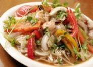 野菜たっぷり米粉100%の麺を使ったベトナム焼きうどん<フォーサオ>