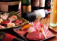 その日入ってくる新鮮な肉を集めた人気の一皿「今宵盛り 華」2,980円(税別)