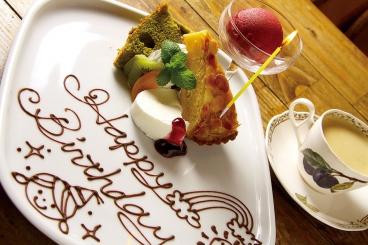 岡崎 カフェタイム、コースも充実 Cafe&Restaurant TOY BOX