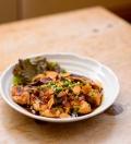 生マグロの漬丼。生でしか味わえない味と食感をぜひ。