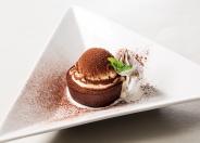 「チョコロールケーキの段々盛り」580円(税別)