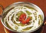 パラクパニール:ほうれん草と自家製チーズのカレー。食べやすく栄養価の高いおすすめの一品