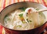 フォー:米粉100%ベトナムうどん。つるつるとした食感がくせになる味。お子様にもおすすめのメニュー