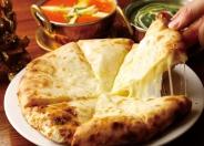 スバカマナといえばオリジナルブレンドチーズ使用の「元祖チーズナン」
