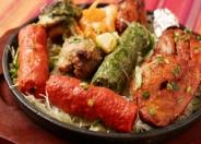 「ミックスグリル」(1,100円税別)5種類のタンドリー料理。盛り沢山のお肉に大満足!