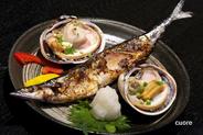 毎朝市場から仕入れる魚貝料理、看板メニューをご確認ください。今日は何がおいしそうかな?