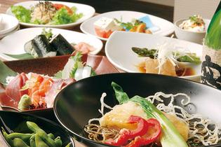 コース料理は3,000円〜。 内容については、季節により異なるのでお問い合わせを。