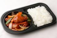 お持ち帰り専用・おかず1品弁当¥650(税別) 酢豚・唐揚げ・回鍋肉・麻婆豆腐の4種類です。