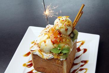 女性に大人気のスペシャルはちみつトースト ☆お誕生日当日に4名様以上で来店すると、スペシャルはちみつトーストをプレゼントしてくれるよ!!
