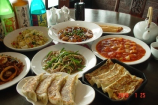 名物鉄鍋棒餃子と多彩な中華料理 紅虎餃子房 ベニトラ