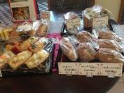 新作のパンがいっぱい!毎月季節のパンが登場します。焼きたてパンを店内でたべられますよ!