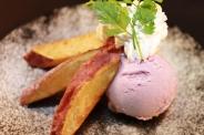 さつまいもスティック紫芋アイス添え¥520 ブランドさつまいもの山代甘薯を贅沢に使用! この甘さ、美味しさは他では味わえません!