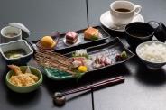 昼限定 「海の幸膳」1,500円(税抜) *ドリンク選択可能 *写真はイメージです