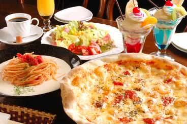 「デュエット」(2人用)はピッツァ・パスタ・サラダ・ドリンク・デザートのセットで平日ランチ2,800円、土日祝日3,000円(ともに税込)3人用の「トリオ」もあるよ