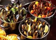 メガ盛りムール貝の白ワイン蒸し