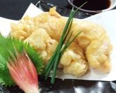 【大分名物とり天】  他のとり天とは一味違う!  日本生まれの薩摩育ち!日本最大級の貴重な銘柄鶏!薩摩赤鶏のもも肉を使用しております。そんなとり天はサクサク衣に包まれており、柔らかくジューシー!