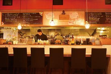お一人様でも気軽に立ち寄れるカウンター席有り!!オープンキッチンで料理の臨場感を味わえます!