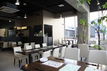 和風モダンの店内は開放的な雰囲気☆ 最大70名様までの立食パーティもOK!
