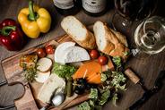 チーズや生ハムサラミ盛り合わせ