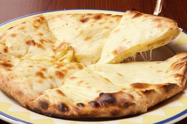 来店したら必ず注文したい、人気の「チーズナン」