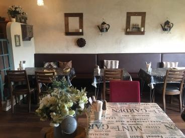 ヨーロッパのレストランをイメージした、可愛らしい雰囲気のお店だよ♪