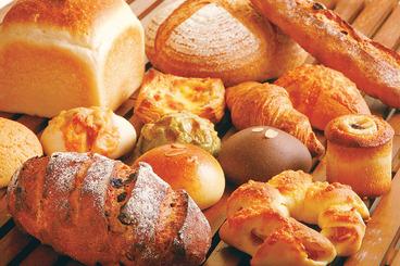 100%自家製の酵母を使用した、優しい味わいのパンがずらり!