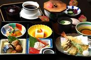 お昼の松花堂弁当 1,600円(税別)