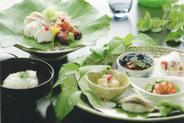 懐石料理の前菜とお造りと椀物