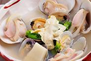 特大蛤と京生湯葉・春野菜の酒蒸し