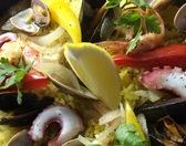 『海の恵みたっぷりパエリア』(2人前)¥1580 ムール貝、あさり、海老が入った特製パエリア。海鮮の甘みがご飯に凝縮されています。