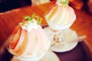 季節の桃パフェも毎年人気メニュー♡