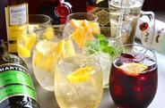 自家製サングリアや白ワインスカッシュ、シャンパンカクテルなどオリジナルドリンクも充実♪