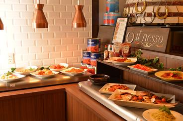 本格的な料理が並ぶビュッフェコーナー