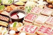 食べ放題の価格はお肉の種類によって違うだけ。お肉以外の野菜、前菜、鍋肴、〆全てどのコースも食べ放題☆
