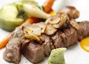 驚きの価格!目玉の鉄板焼ステーキ