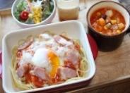 大人気!焼きナポリタンセットは野菜たっぷりスープ、サラダ、自家製プリン付き☆(11時〜)