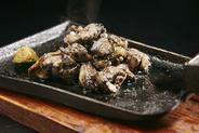 鶏の本場鹿児島から直送!しっかりとした歯ごたえと旨味をもったさつま知覧どり!鶏の旨味と炭の香ばしさが口いっぱいに広がります! 200g¥980