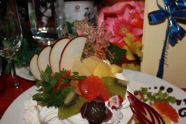 パティシエの店長が作るサプライズケーキは、豊田市駅の居酒屋ではNo.1! ホールケーキ、デザートプレート、プチケーキなど幅広くご対応します! 記念日、誕生日、歓送迎会には完全個室で是非ご予約を!