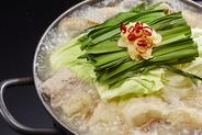 九州伝統の味! 当店のぷるぷる食感のもつをたっぷりと! 4種類のこだわりのスープはどれを選んでも間違い無 しです!1人前¥1,080